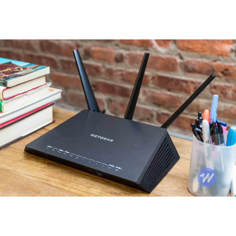 Phát Wifi NETGEAR Nighthawk Smart WiFi (R6700) - AC1750 Wireless Speed (up to 1750 Mbps) | Up to 1500 sq ft Coverage & 25 Devices | 4 x 1G Ethernet and 1 x 3.0 USB ports | Armor Security Router